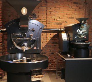 This is where the magic happens 🔥 ✨☕️ . . . #vannelli #vannellicoffee #roastery #roasterycafe #specialtycoffee #specialtycoffeeroaster #specialty #barista #baristalife #baristagram #cortona #cortonagram #giesen #photo #photography #photoofday #torrefazione #italiancoffee #italianfood #italianstyle #coffeeaddict #homebarista #specialtycoffeeshop #brewing #brewathome